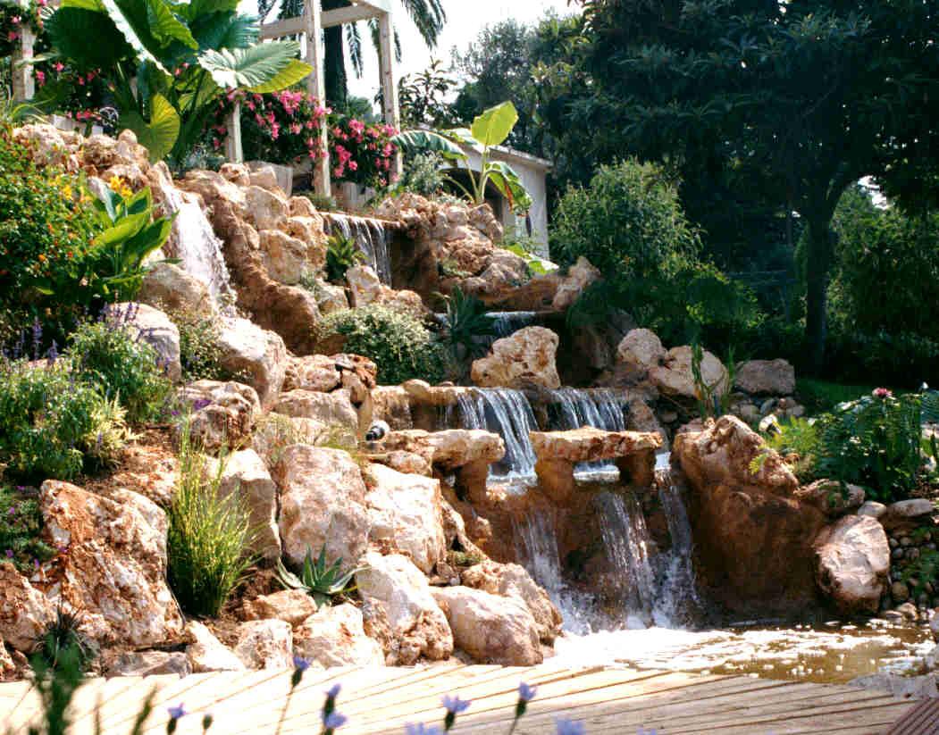 Bassins et cascades for Bassin d eau exterieur